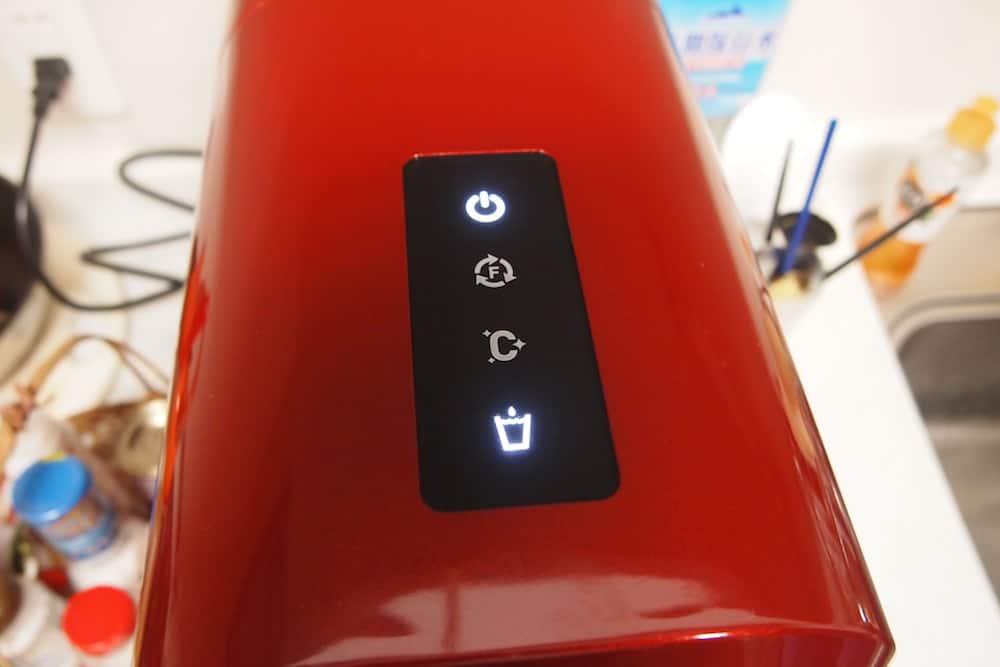 上面のスイッチとインジケータ部分。